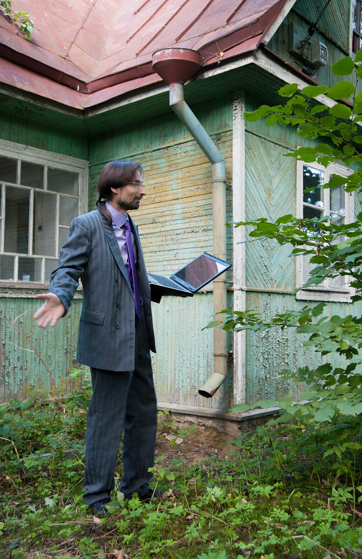 During this coronavirus quarantine some people installed special signal booster devices to work from the dacha... but still no Wi-Fi connection