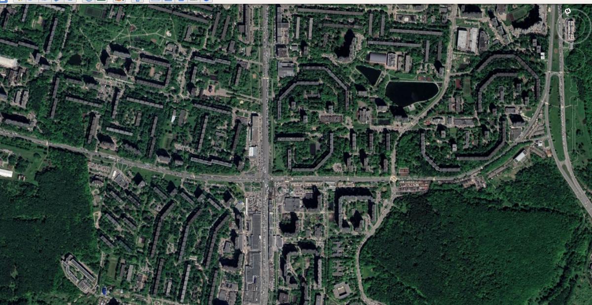 Une banlieue typique de Moscou, dominée par le vert