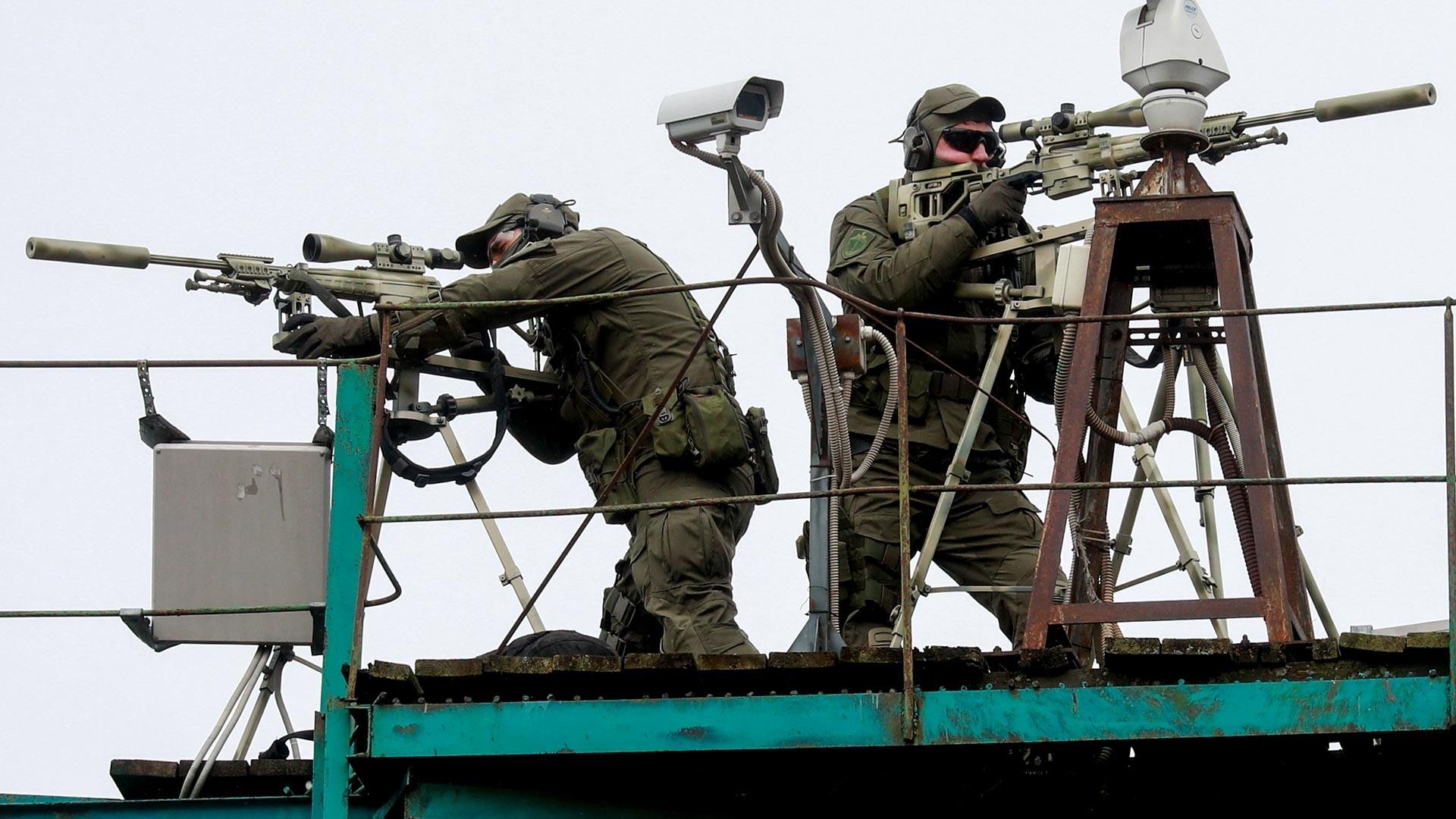"""Снајперисти за време на акцијата """"Бесмртниот полк"""" на Денот на победата"""