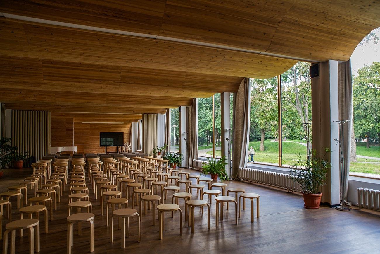 Ентеријер градске библиотеке у Виборгу, дизајн архитекте Алвара Алта.