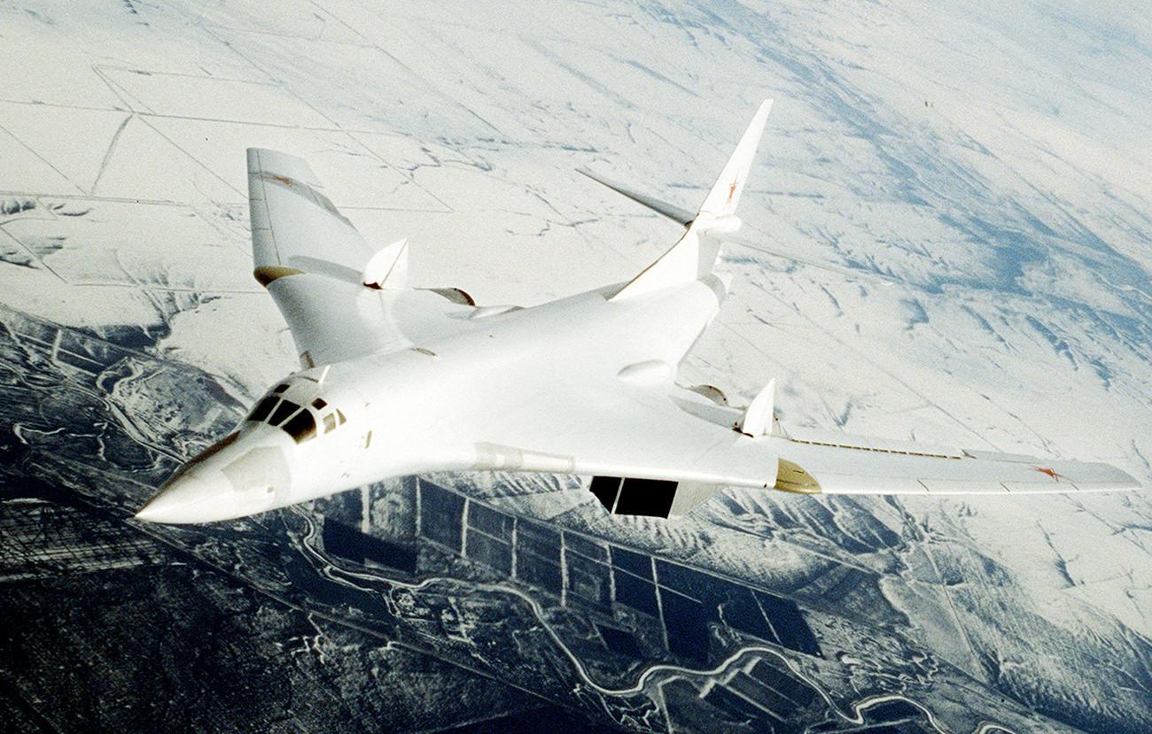 Стратегически бомбардировач Ту-160