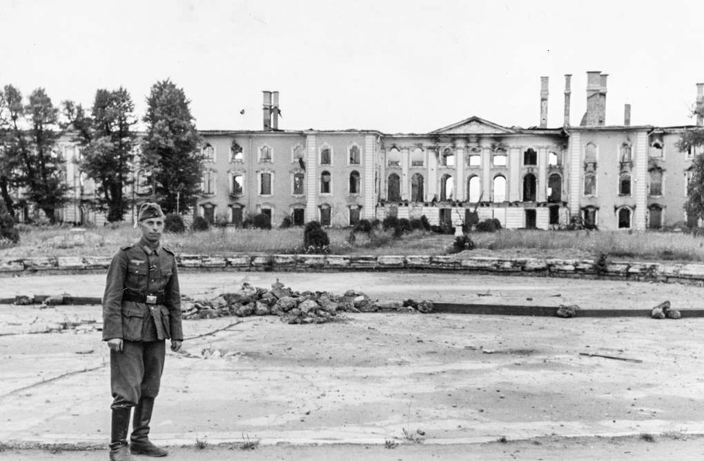 A German soldier posing in front of the Peterhof Grand Palace, 1943
