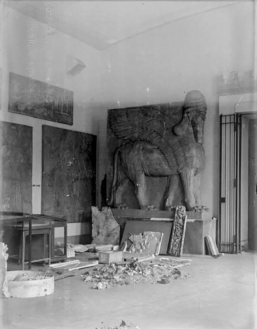 Ассирийский зал Пушкинского музея, 1941-44