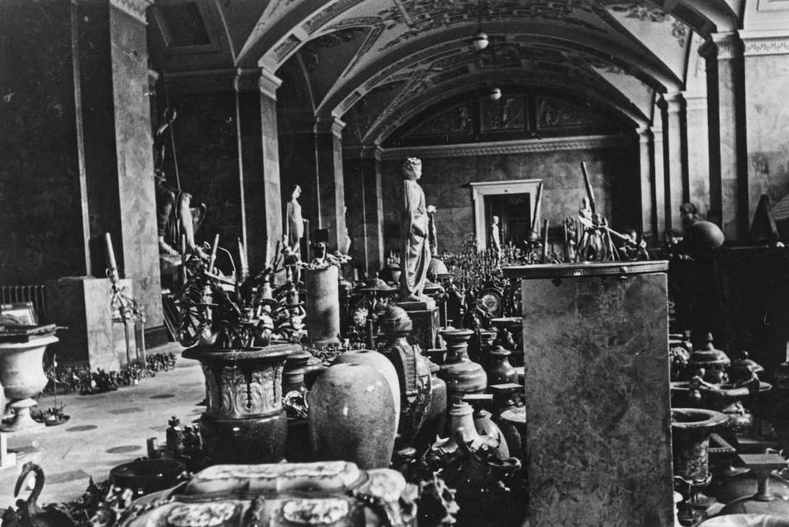 Новый Эрмитаж, зал Юпитера. Фотография военного времени