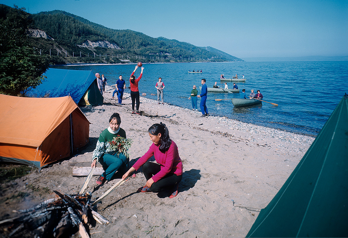 Turisti v osrednjem turističnem kampu