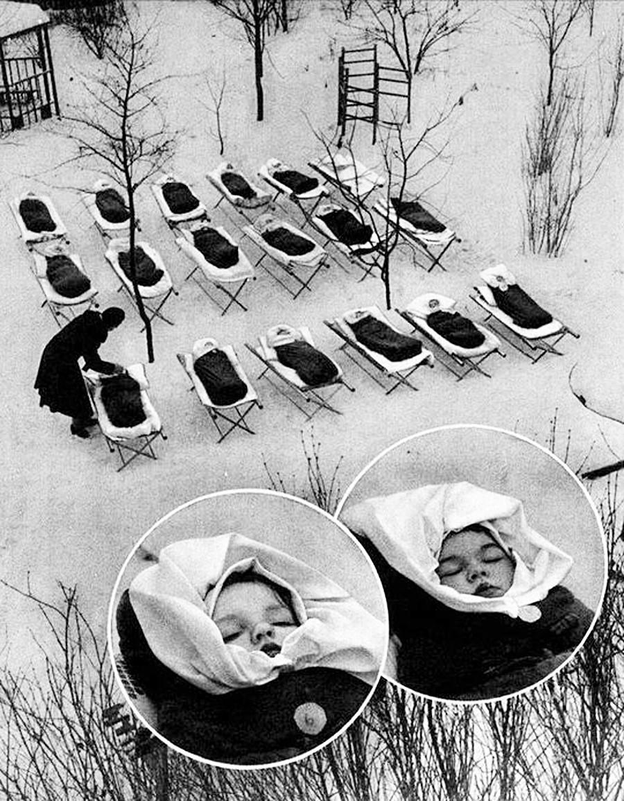 Niños durmiendo al aire libre