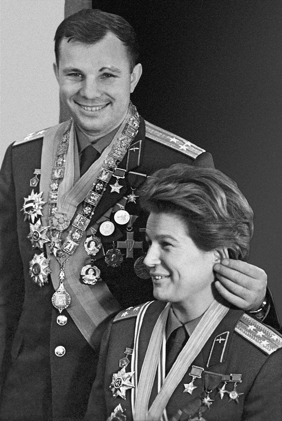 El primer hombre y la primera mujer en el espacio