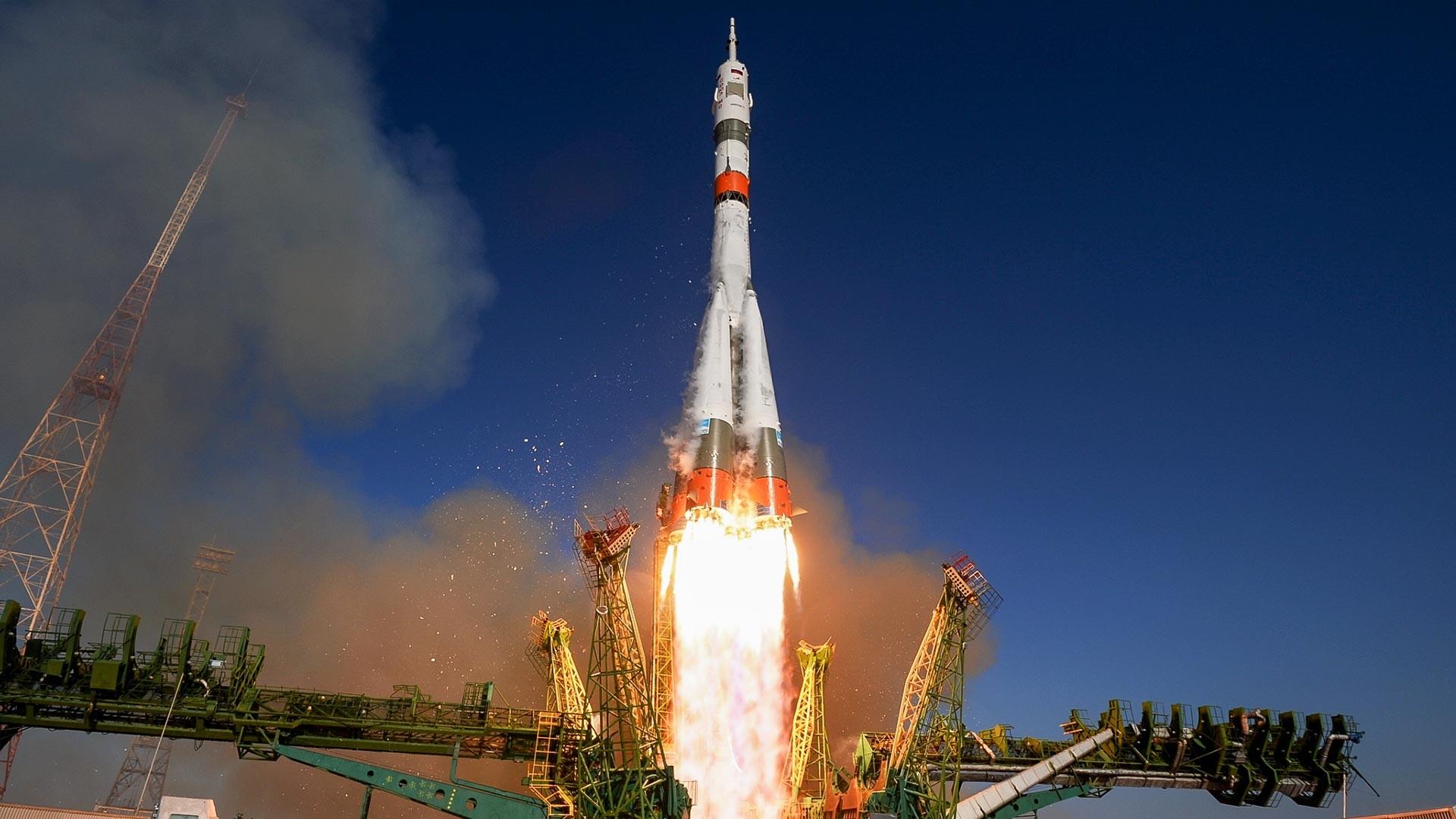 Izstrelitev nosilne rakete Sojuz 2.1a z vesoljsko ladjo s posadko Sojuz MS 14, izstrelišče v Bajkonurju v Kazahstanu