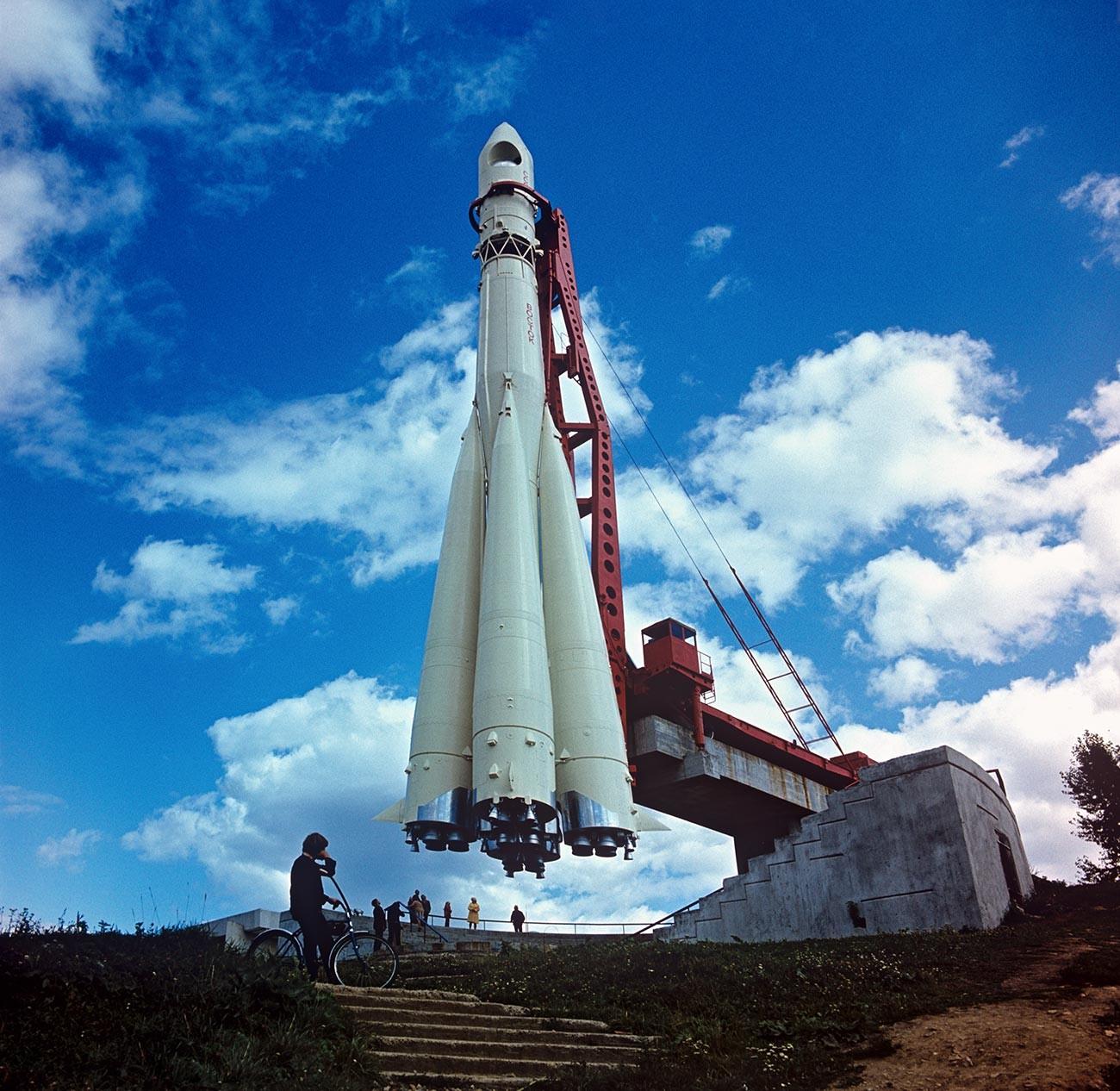 Raketa Vostok, nastala na osnovi R-7, v Državnem muzeju za zgodovino kozmonavtike K. E. Ciolkovskega