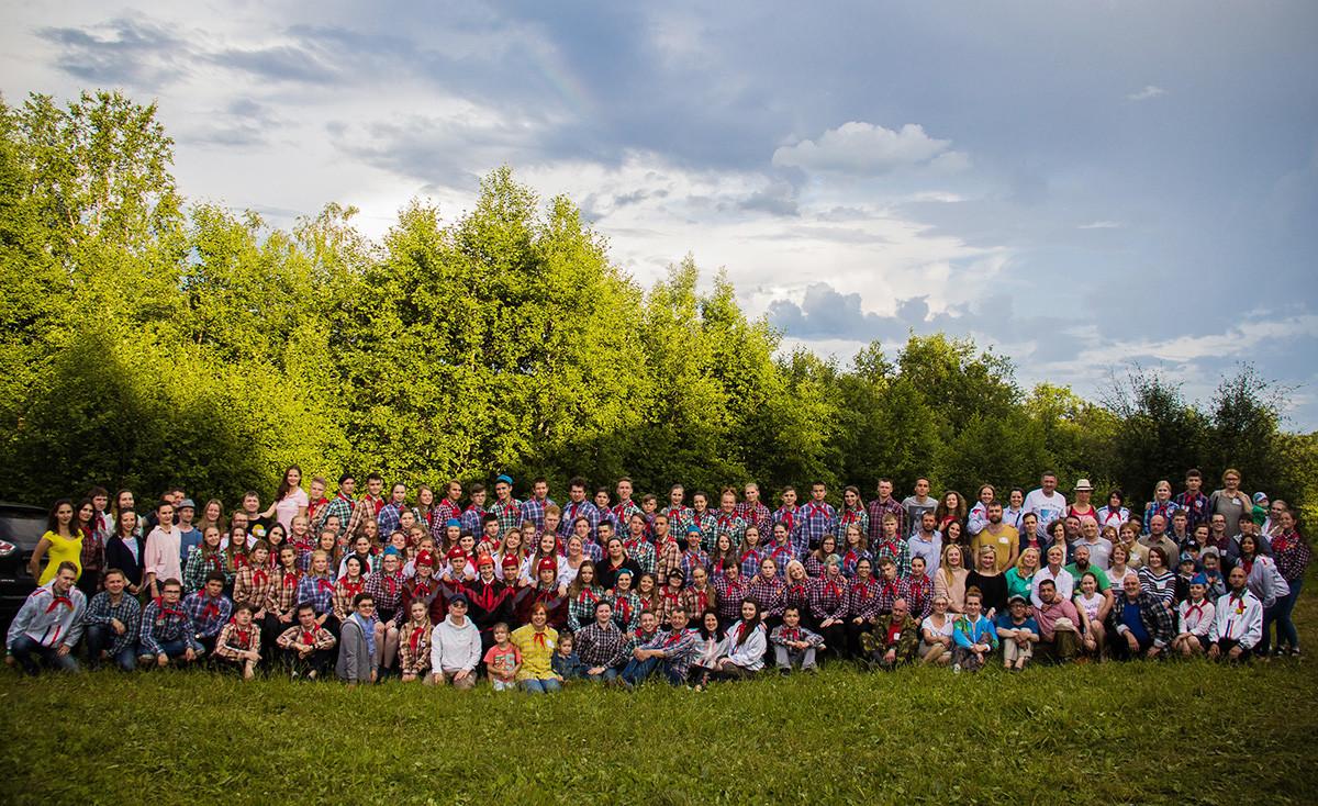 Camp d'été de l'AGChCh réunissant les membres actuels et ceux de la génération précédente.