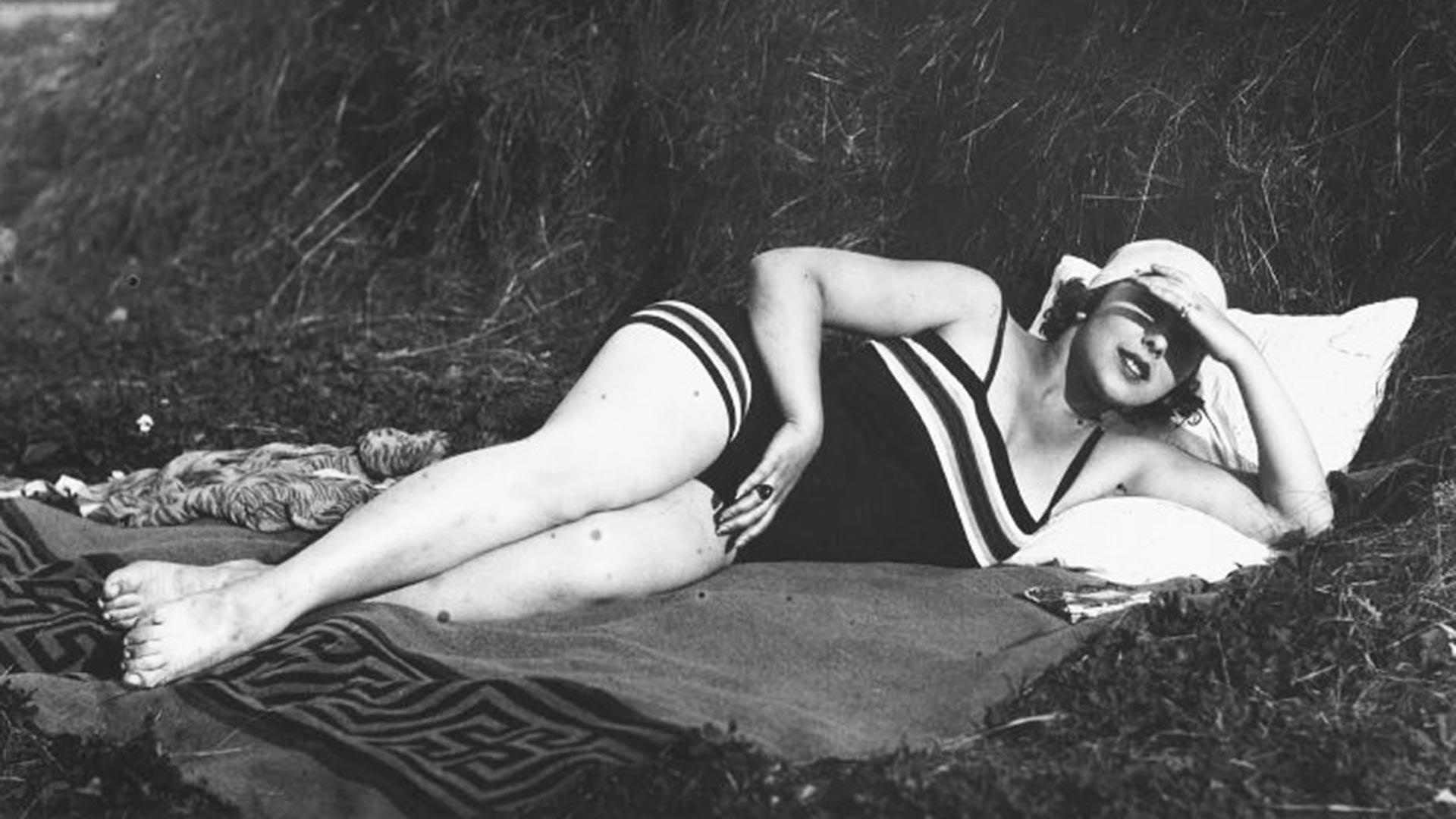 Ritratto di donne in riva al mare, anni '20