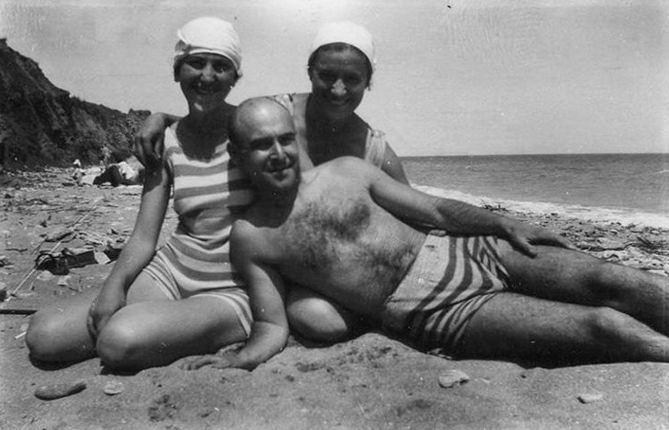 Sulla spiaggia di Sochi, 1937