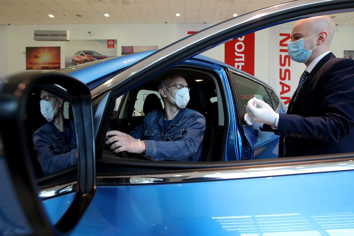 Sala de exposición de coches de Rolf Nissan