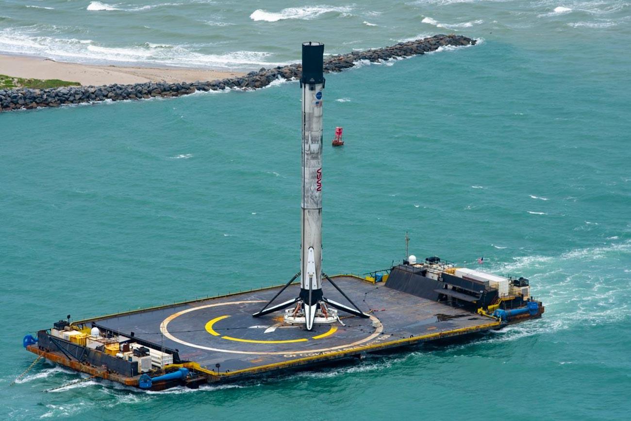 Retour des étages du lanceur Falcon 9 sur la plateforme océanique Of Course I Still Love You