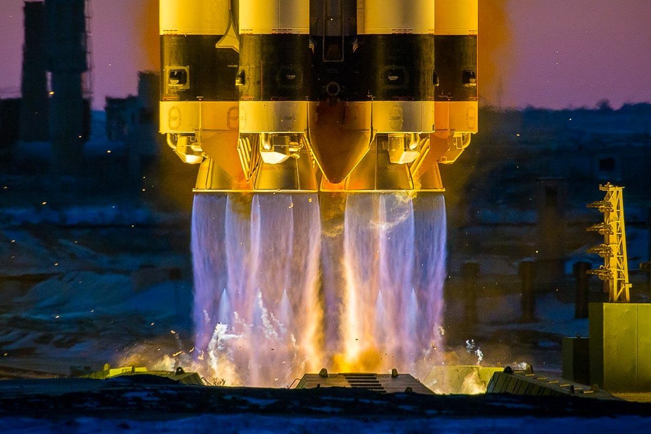 Décollage d'un lanceur russe Proton-M