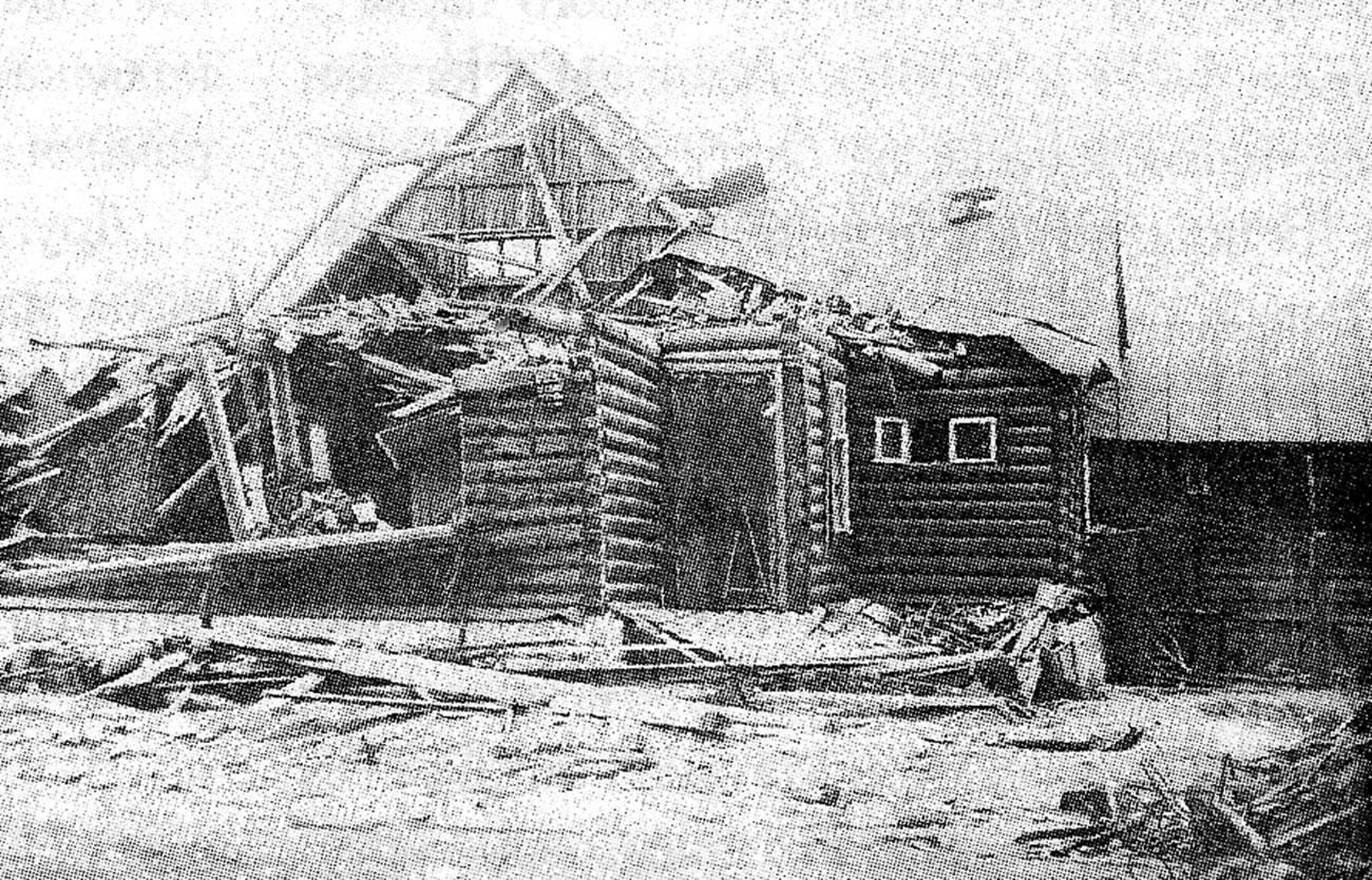Дом 4 по улице Левитана в посёлке «Сокол», повреждённый в результате падения самолёта АНТ-20.