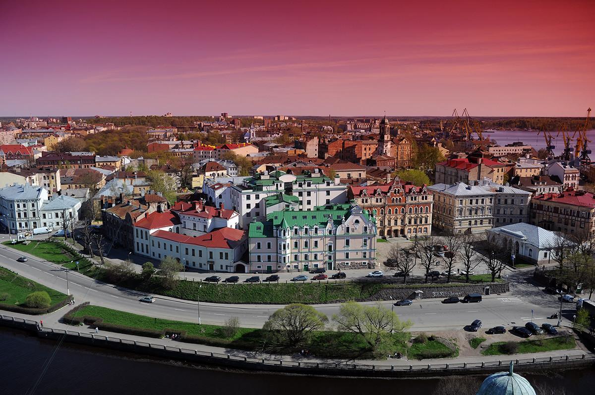 Ville de Vyborg (140 km de Saint-Pétersbourg)