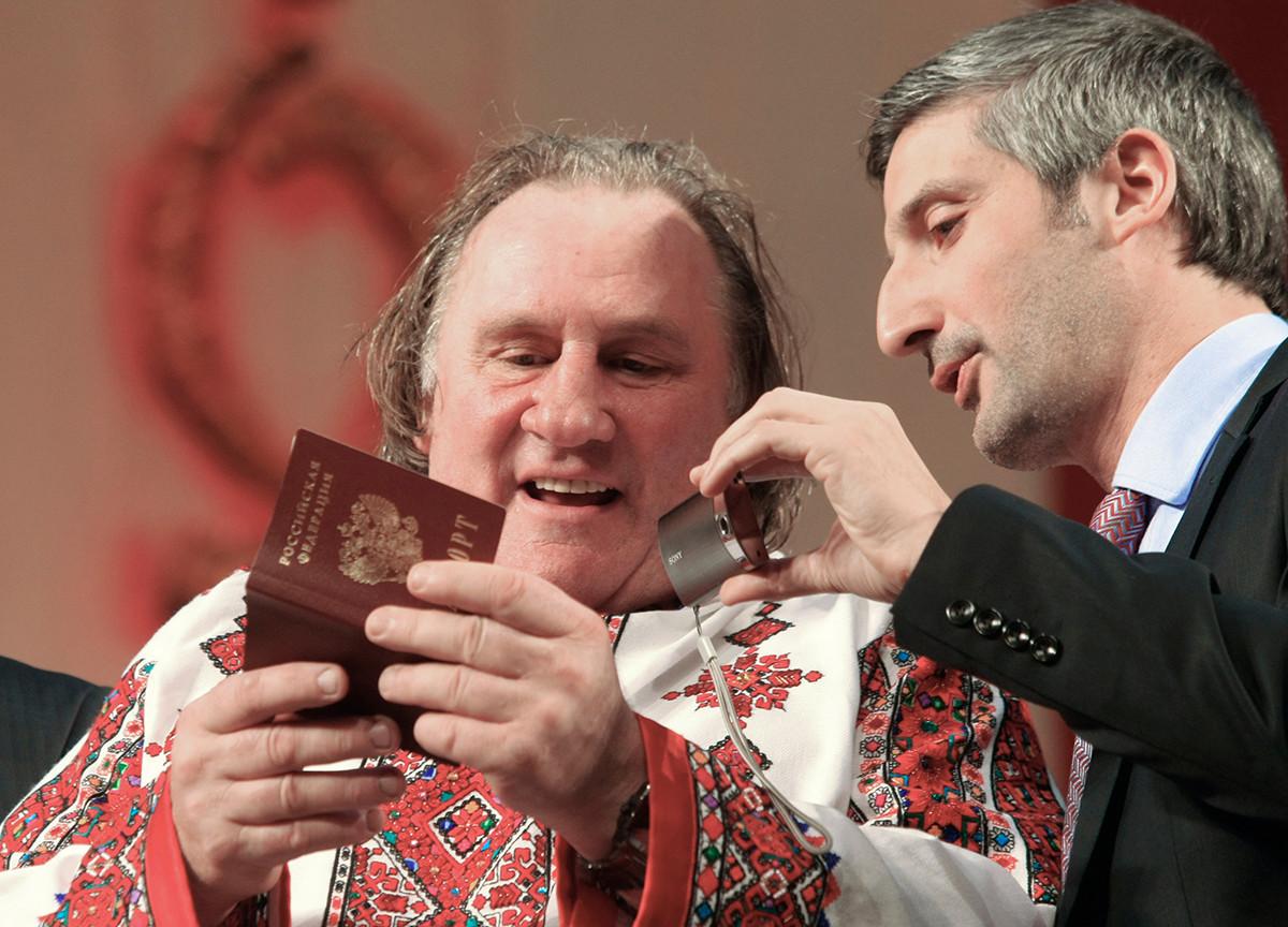 O ator francês Gérard Depardieu recebeu o passaporte russo em 2013.