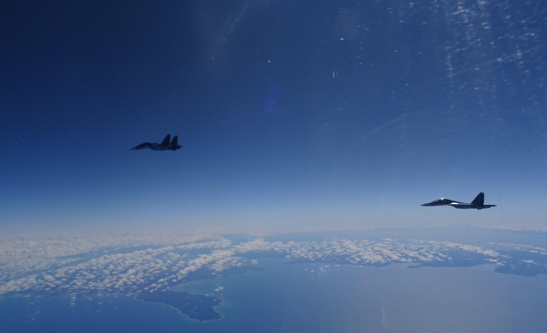 Dos cazas Sujói Su-27