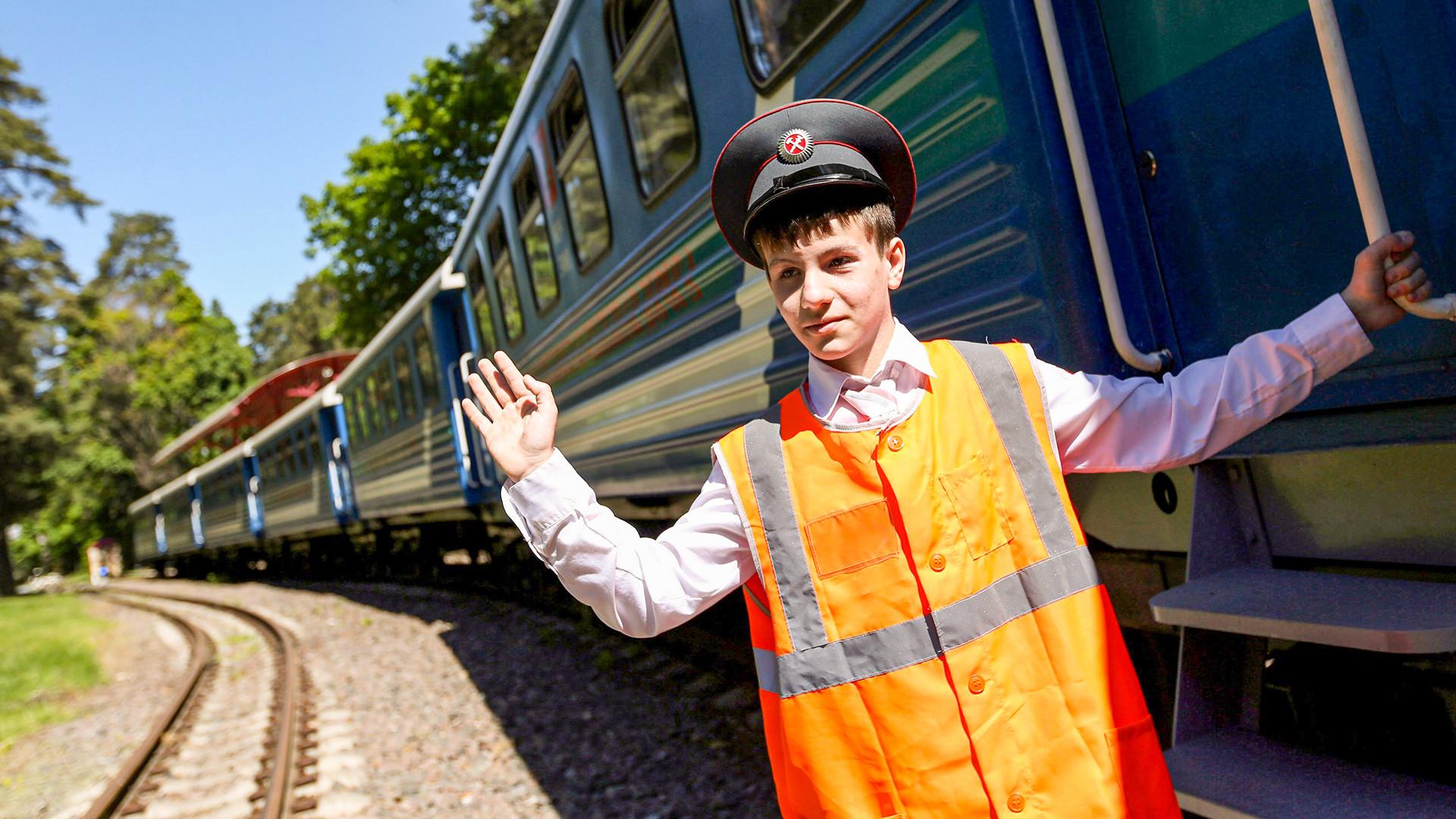 Открытие нового сезона пассажирского движения на Московской детской железной дороге.