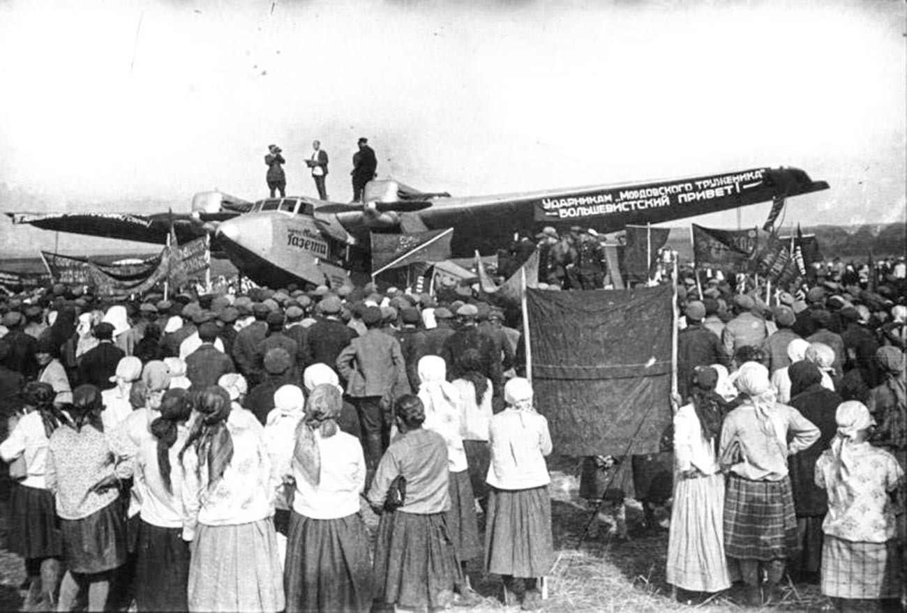 モルドヴィア共和国で演説を唱えている扇動隊