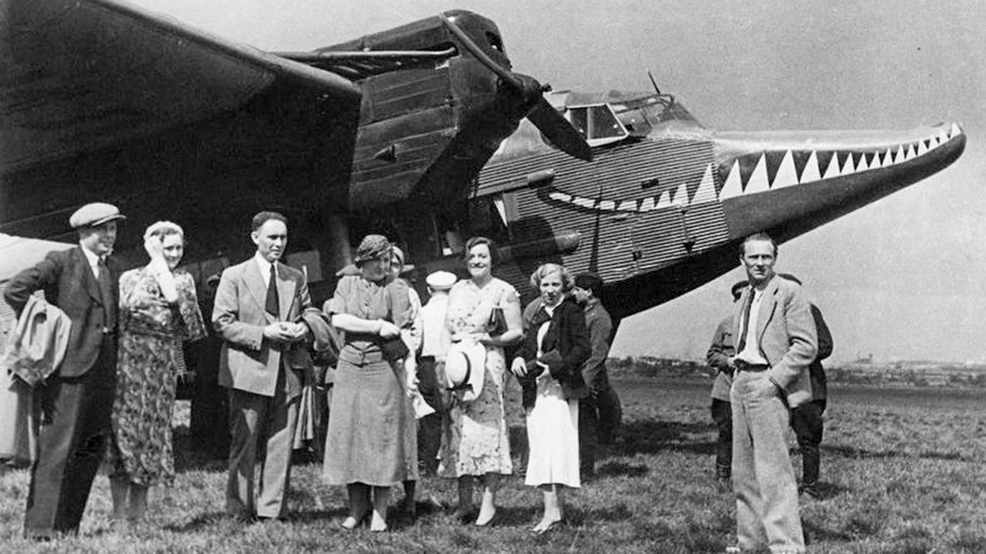 雑誌『クロコジール』の扇動隊とANT-9飛行機