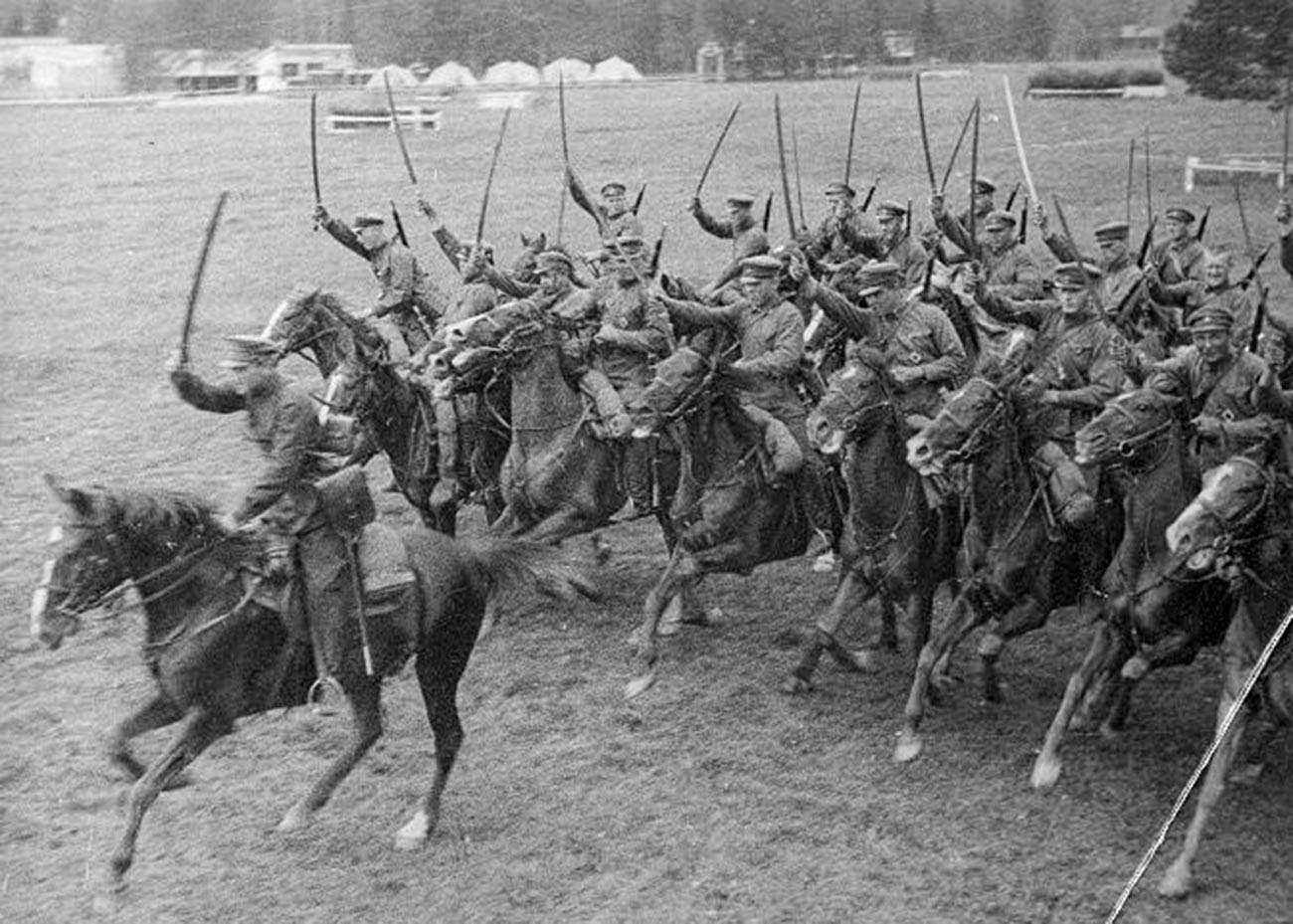 Советская кавалерия.