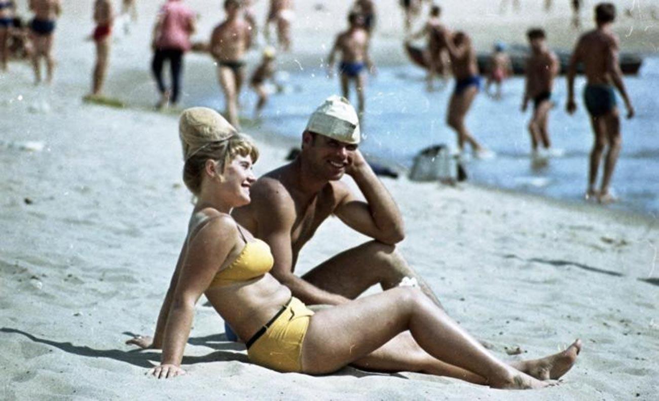 Na praia, em 1966.