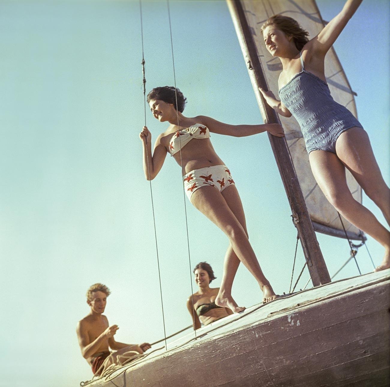 Passeios de iate, em 1963.