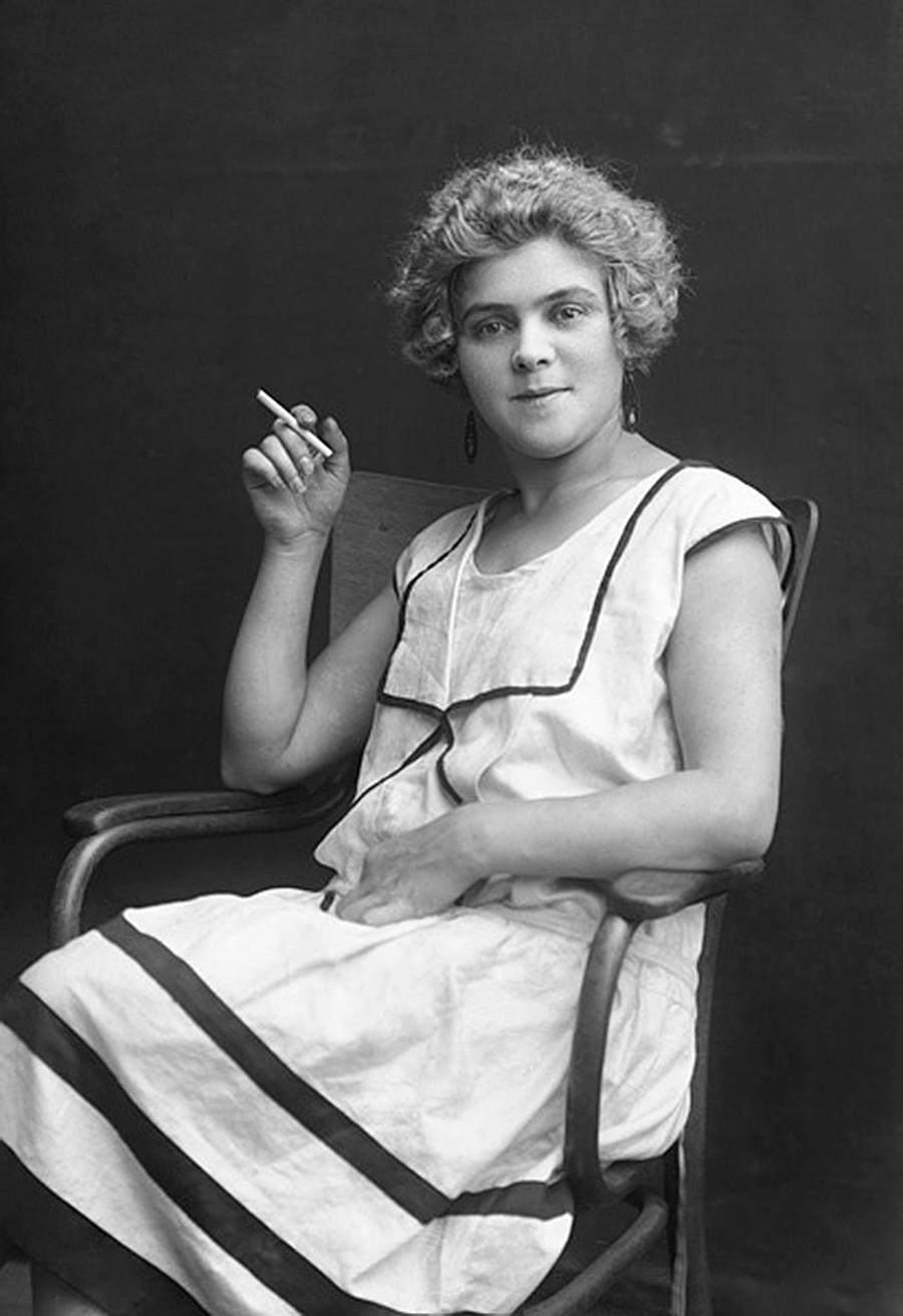 Retrato de mulher no período da NEP.