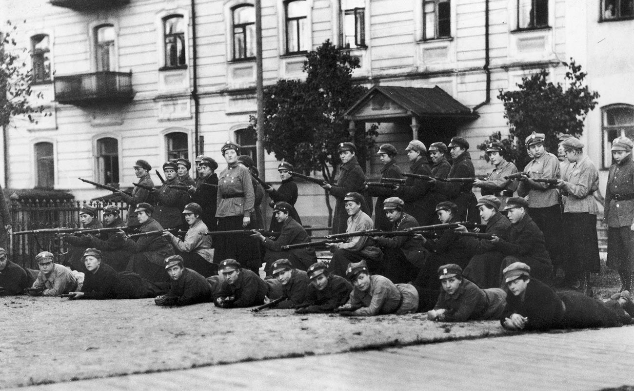 Polish women soldiers in combat during the Soviet-Polish war.