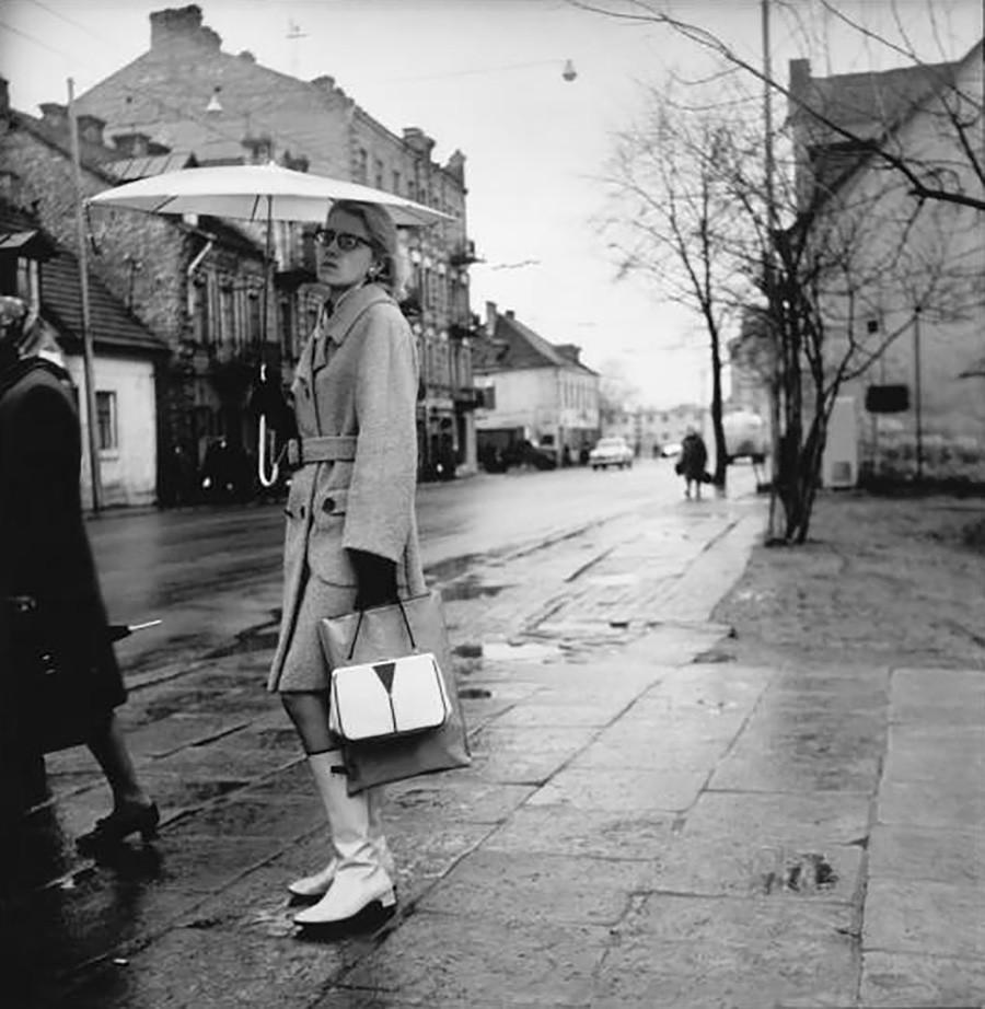 «Стильная девушка» на улице Кальварию в Вильнюсе, 1967 г.