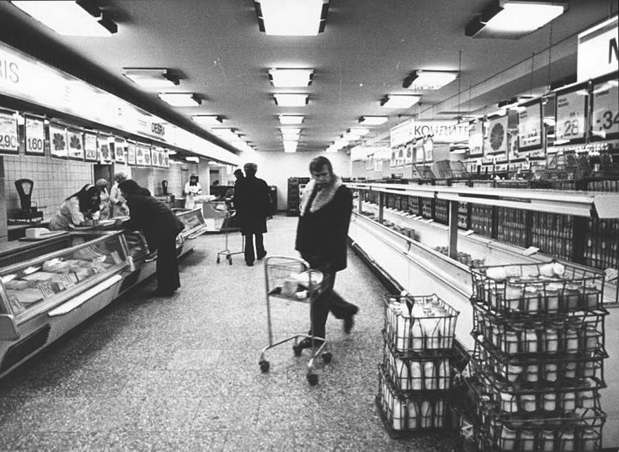 В магазине в Вильнюсе, 1981 г.