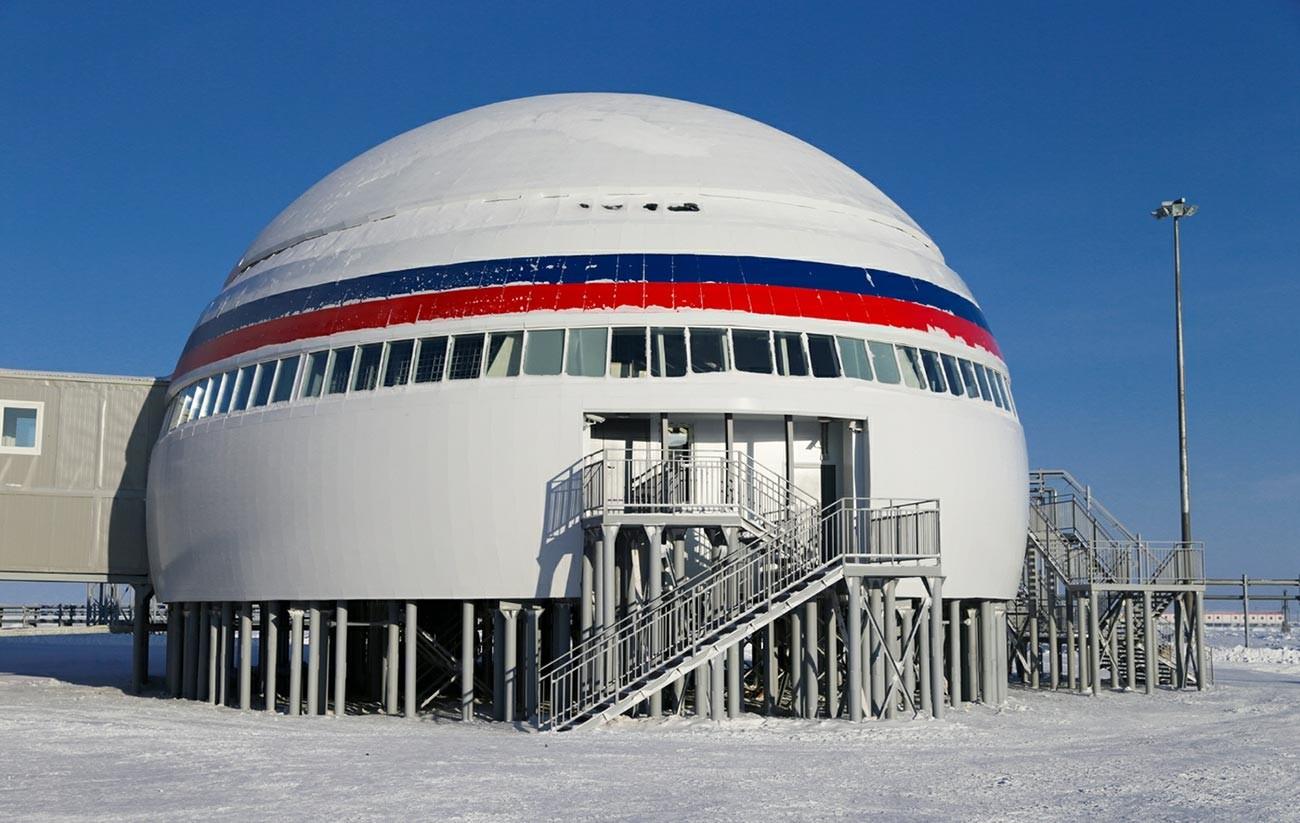 Руска војна база Арктички Трилистник.
