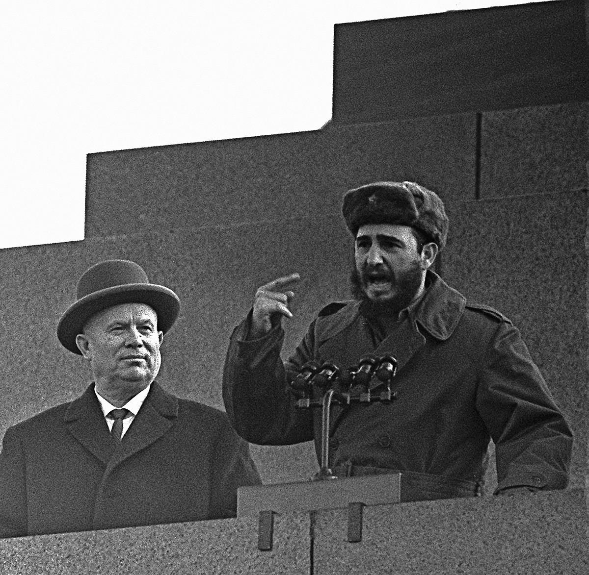 Nikita Khruschov e Fidel Castro