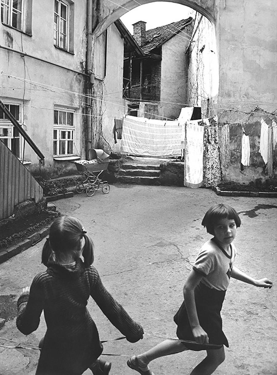 Des fillettes à Vilinius, Lituanie