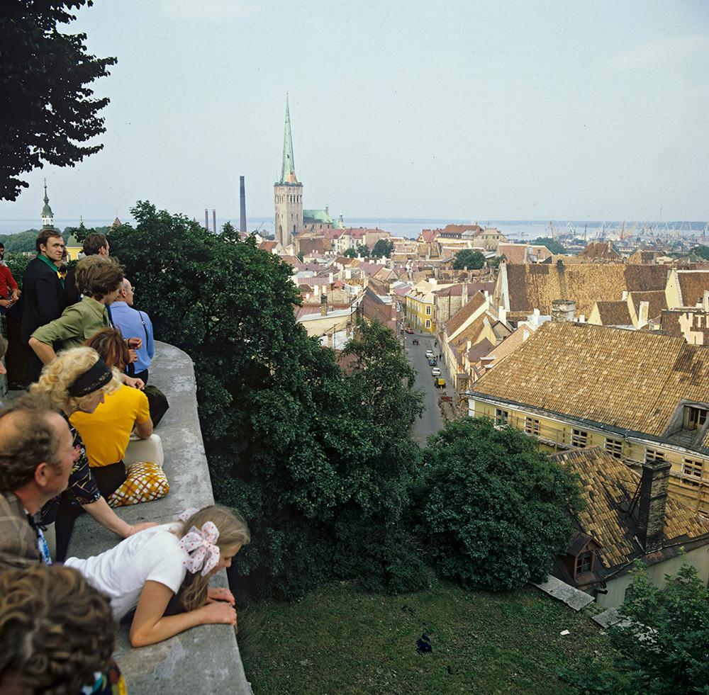 Поглед на Стари град са видиковца. Талин, Естонија