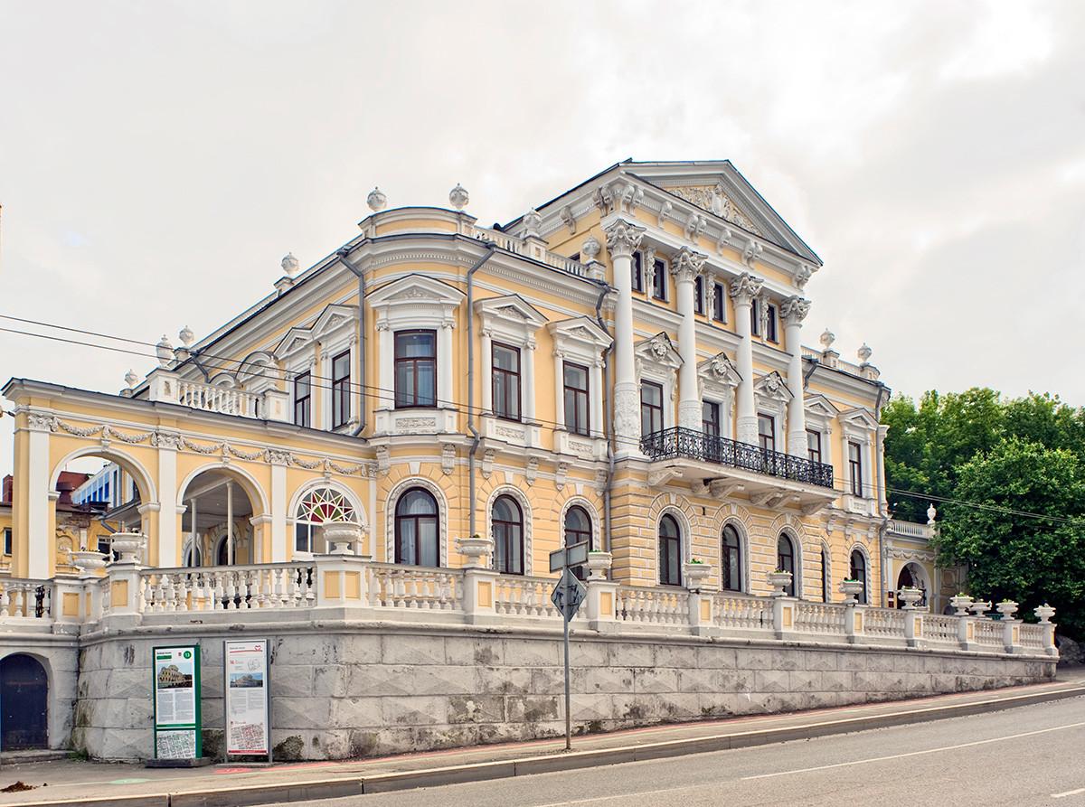 Maison Mechkov, vue depuis la rue Monastyrskaïa (ancienne rue Ordjonikidze).