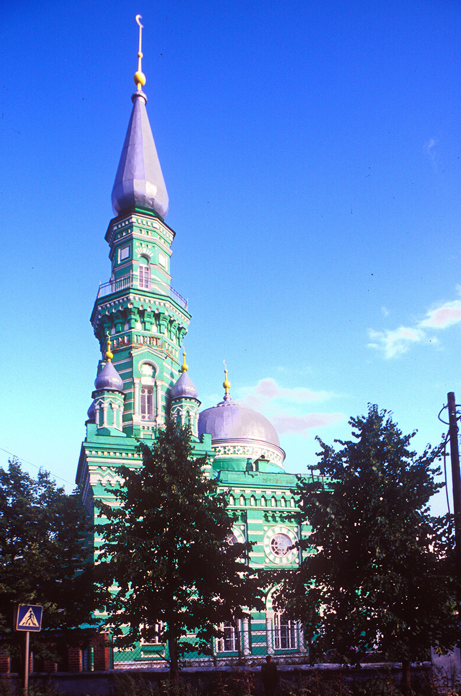 Mosquée centrale et minaret dans la lumière du soir