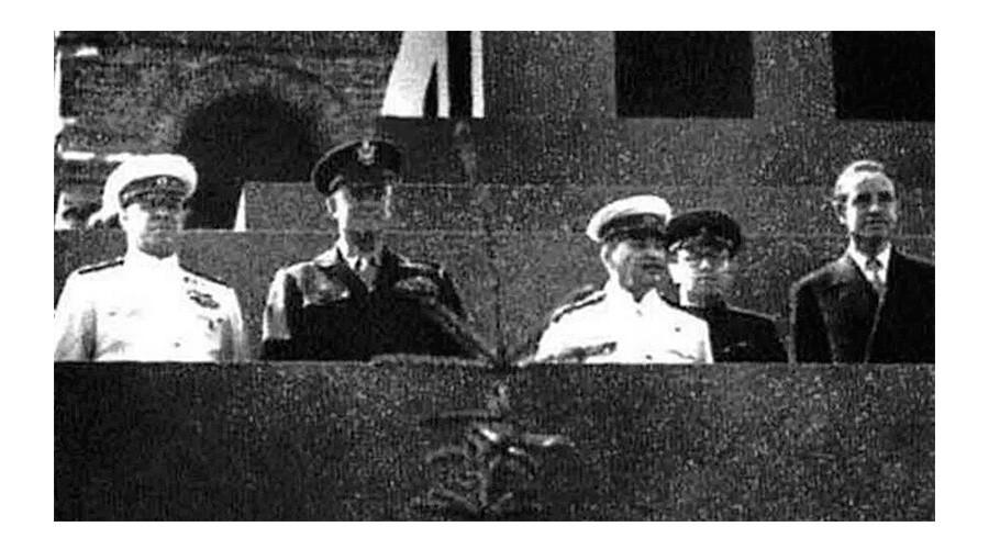 Dwight Eisenhower (a sinistra) con con Stalin (il terzo da destra)