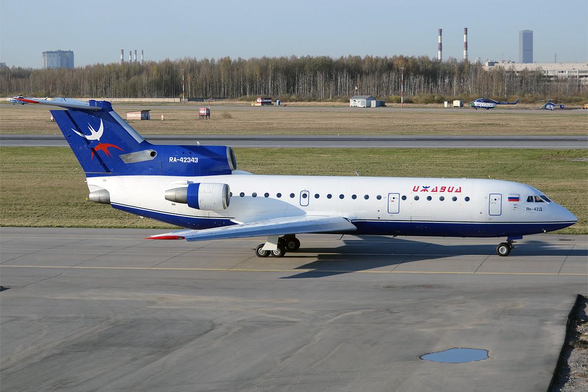 """Јак-42 компаније """"Ижавиа"""" на аеродрому Пулково."""