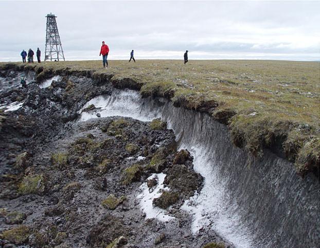 Vidna erozija tal zaradi taljenja permafrosta
