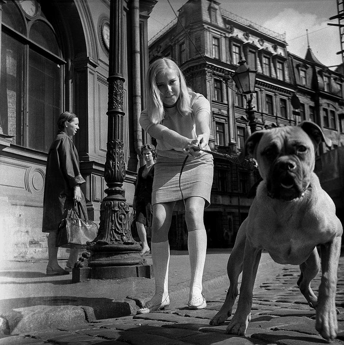 Nas ruas do centro de Riga, 1968