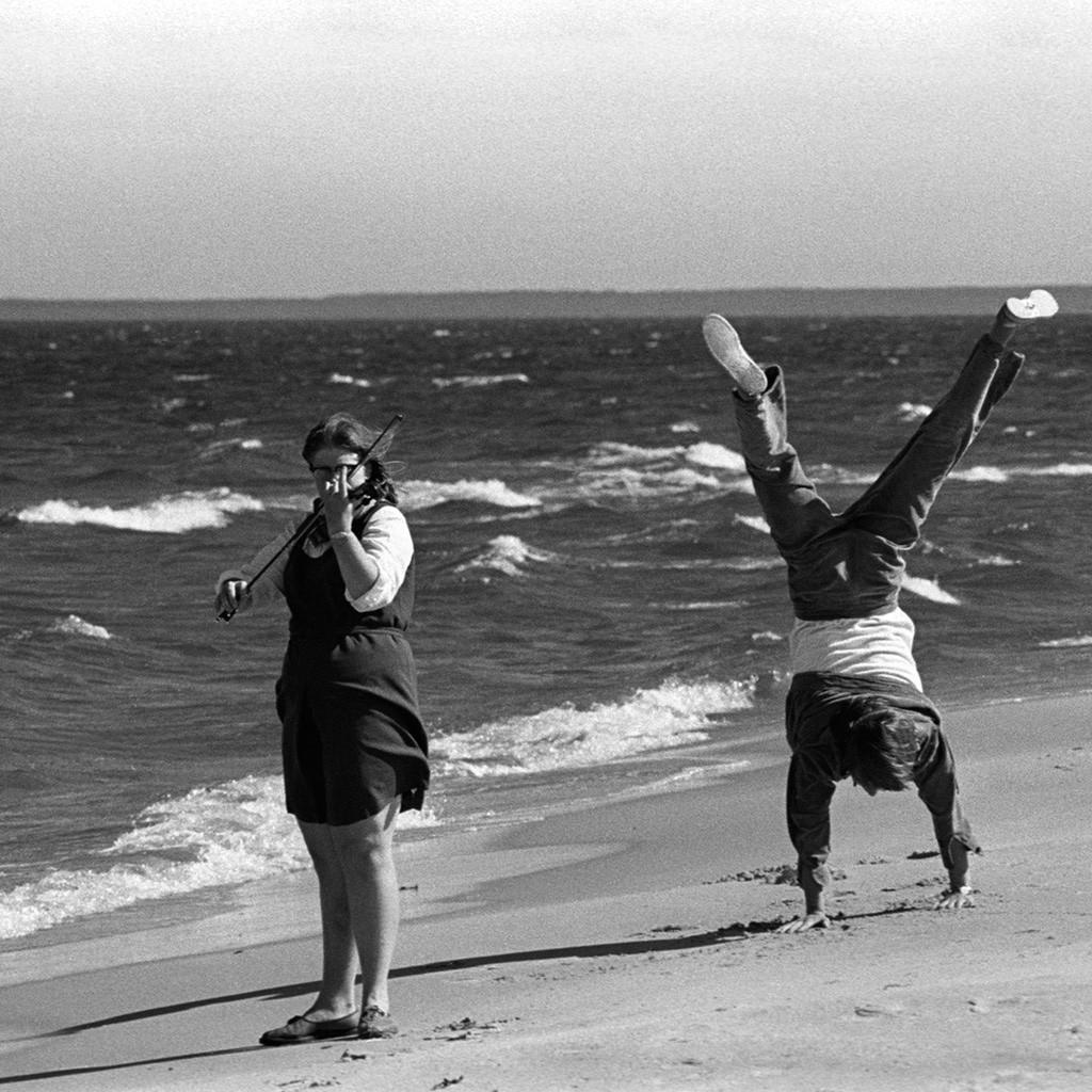Junto al mar en Parnu, Estonia