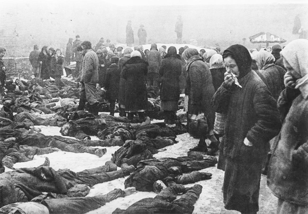 Мирные жители, расстрелянные немцами перед отступлением.