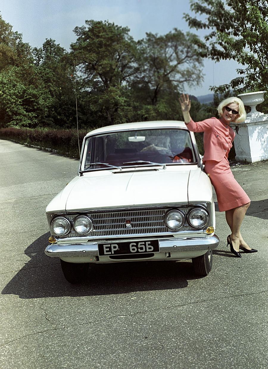 ソ連の小型軽自動車「モスクヴィチ–408」。1964年9月から1975年12月にかけて、モスクワのMZMA(AZLK)工場で製造された