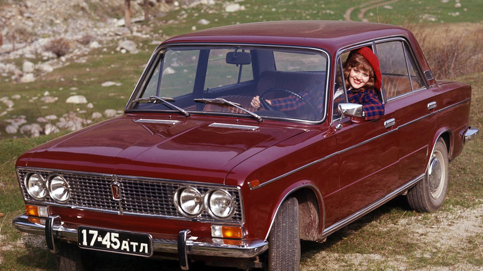La berline Lada 2103, inspirée de la Fiat 124. À l'export, elle a reçu le nom de Lada 1500.