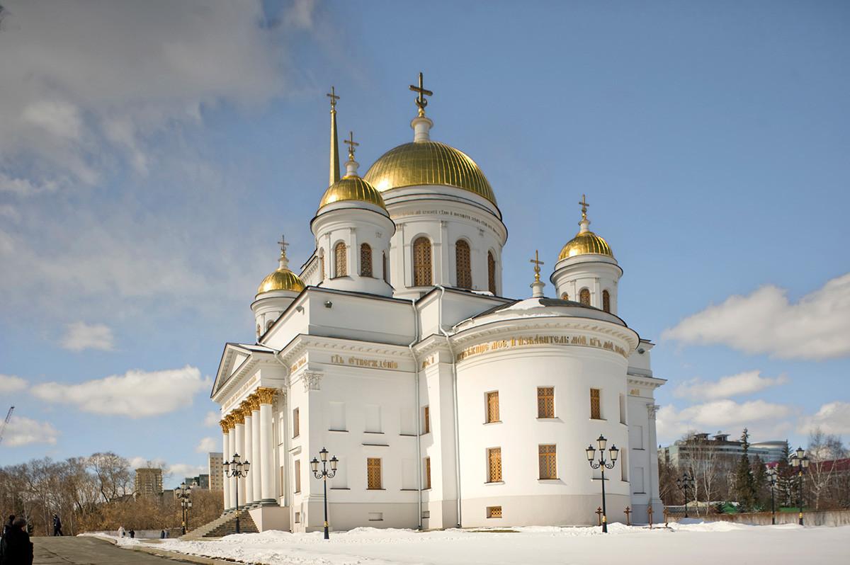 Yekaterinburg, Alexander Nevsky-New Tikhvin Convent. Cathedral of St. Alexander Nevsky, southeast view. April 1, 2017