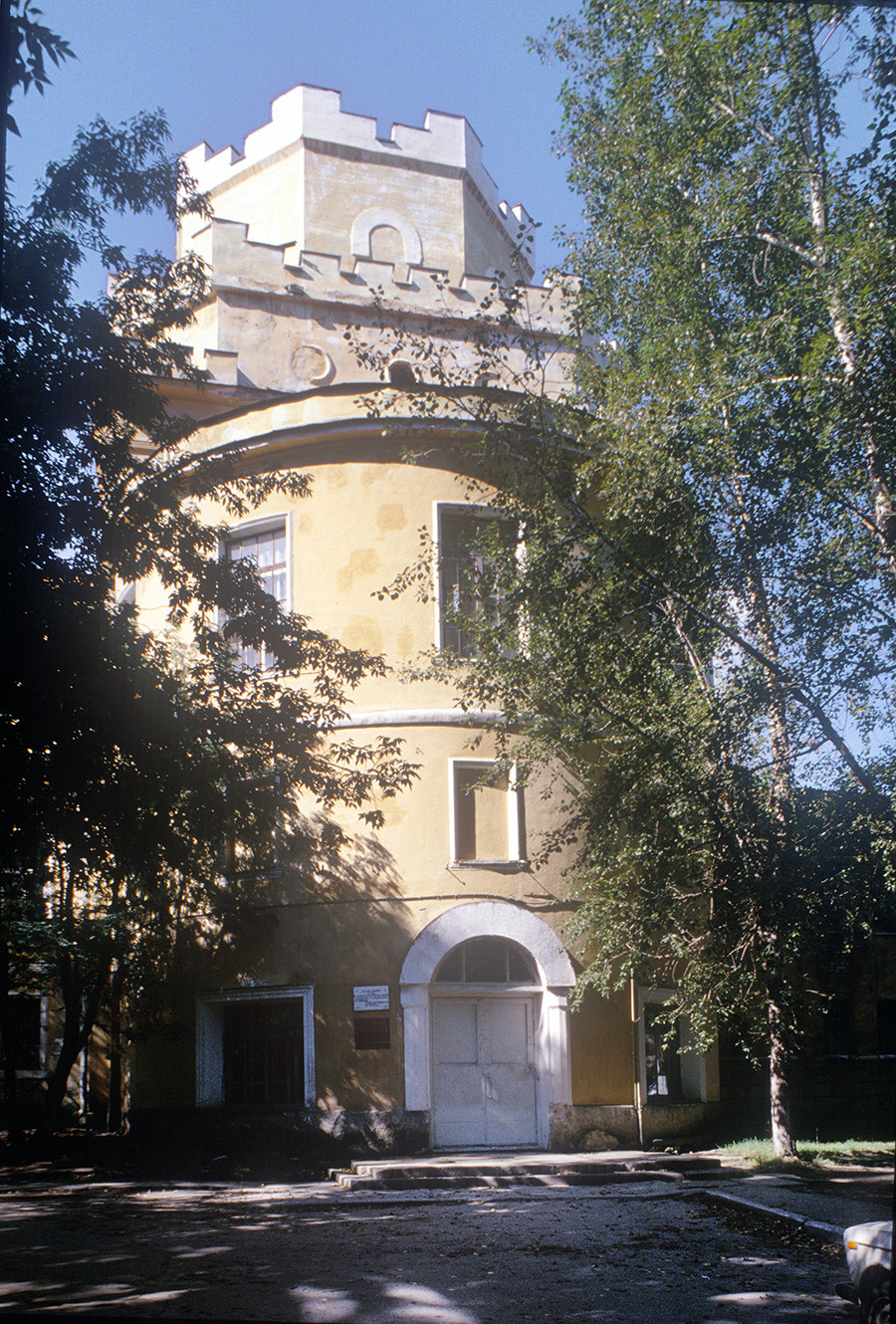 New Tikhvin Convent. Gate Church of Presentation, east view (before restoration). August 26, 1999