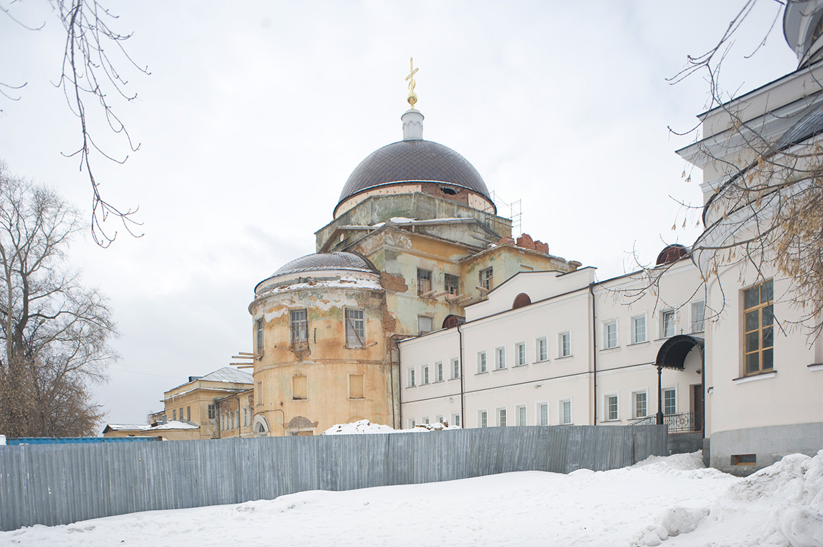 New Tikhvin Convent. Church of Presentation, northeast view (under restoration). Left: Church of St. Feodosy of Totma (without dome; not restored). Right: apse of Church of Icon of the Virgin. April 3, 2017
